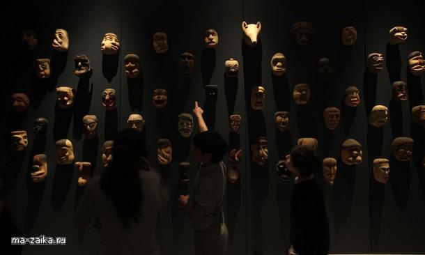 На выставке в деле Coleccion музее дель Барро де-Парагвай в Сантьяго, 7 октября 2009.