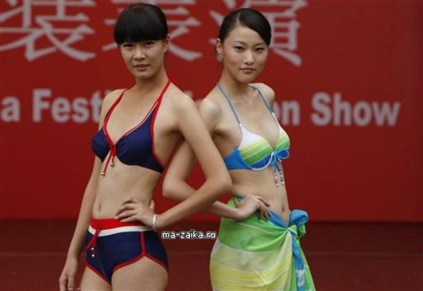 Кулуарный показ мод в Катманду, Китай, 12 октября 2009.