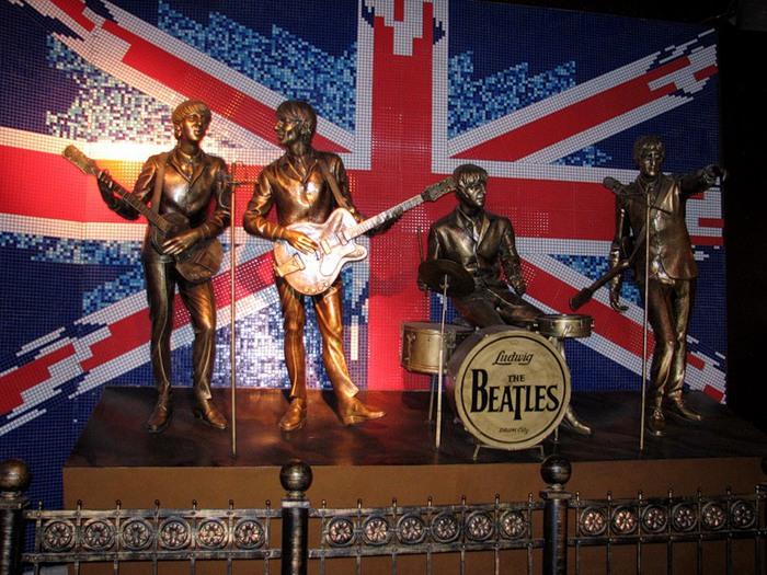 Памятник Beatles в Донецке