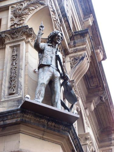 памятник леннону