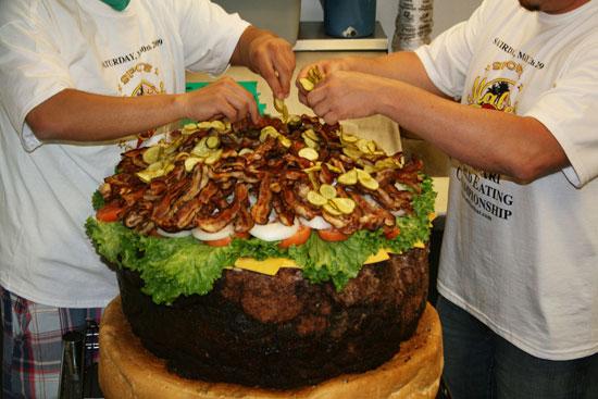 самый большой гамбургер в мире - 80 кило