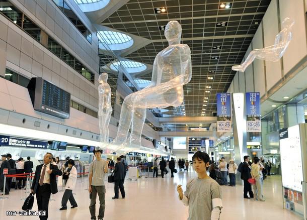"""Человекообразные пластиковые шары, проект """"Воздушный порт"""""""