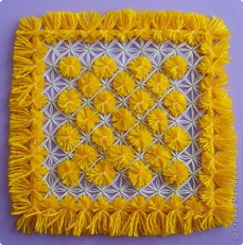 Салфетки, плетенные на рамке