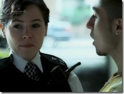 Кадр из фильма Отдел призраков / The Ghost Squad - полицейская Эми задержала мелкого наркодиллера