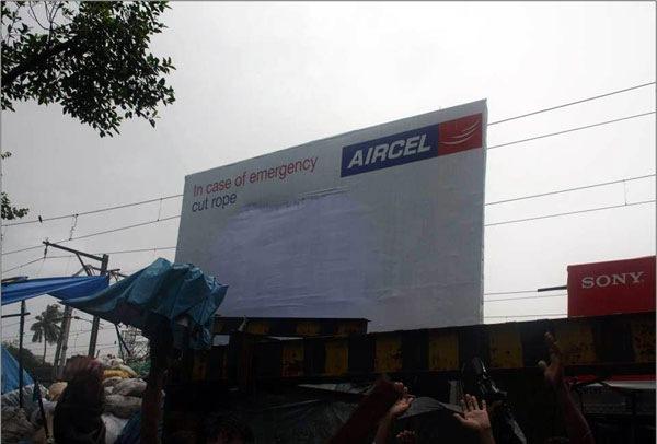 Реклама лодки в Мумбае, которая спасла людей во время потопа (фото)