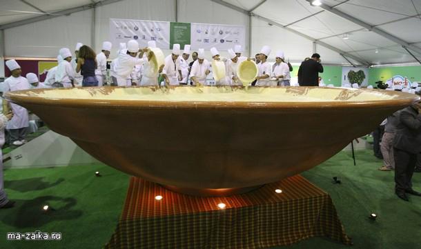 Новый мировой рекорд - самая крупная пластина хумуса, Бейрут, Ливан, 24 октября 2009