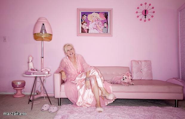 Kay Sera: Розовая дама с розовыми собаками (Kitten Kay Sera: The pink lady with the pink dog)