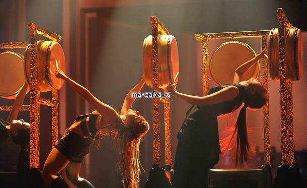 Шакира (Shakira) со своим шоу на EMA 2009