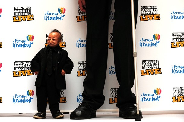 Встреча самого большого человека с самым маленьким, Стамбул, Турция, 14 января 2010 года.