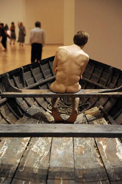 Реалистичные скульптуры человека в Национальной галерее Виктории, Ron Mueck, Мельбурн, Австралия.