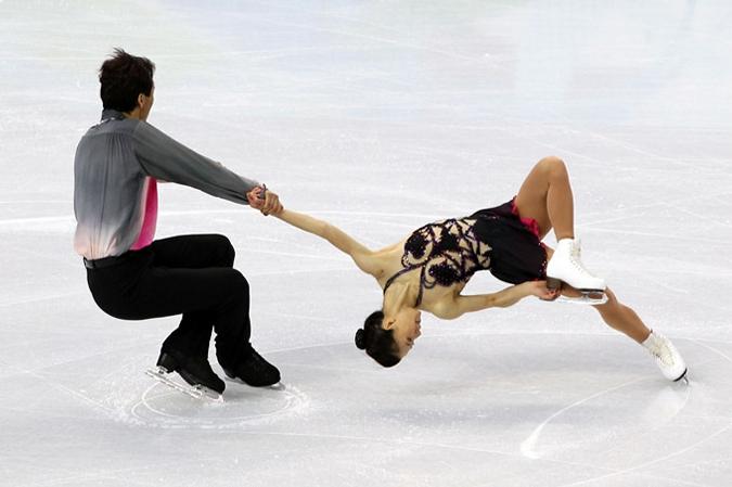 Надежды России бьются о лед. Фигуристы начали делить олимпийские медали.