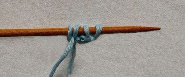 Очень простой способ вязания круглых шнуров на спицах