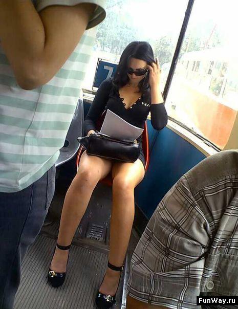Голые девушки в транспорте фотки фото 474-251