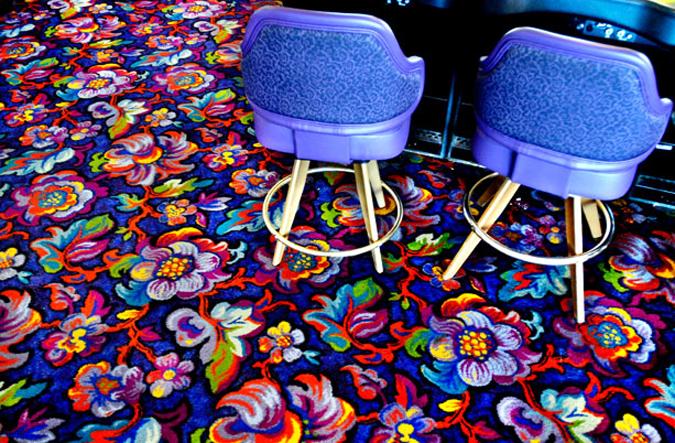 Психоделические узоры ковров в казино Лас-Вегаса.