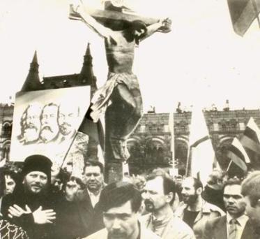 http://img0.liveinternet.ru/images/attach/c/1//55/399/55399528_GERMOGEN_I_RAFAIL_TARAN_NA_KRASNOY_PLOSCHADI__CHERNOBELOE_FOTO.jpg