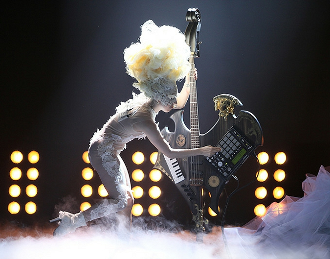 Леди Гага на BRIT Awards: Реквием по Александру Маккуину