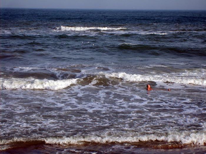 человек на море, море, море