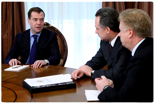 Дмитрий Медведев, министр спорта, туризма и молодежной политики РФ Виталий Мутко и президент Олимпийского комитета России Леонид Тягачев