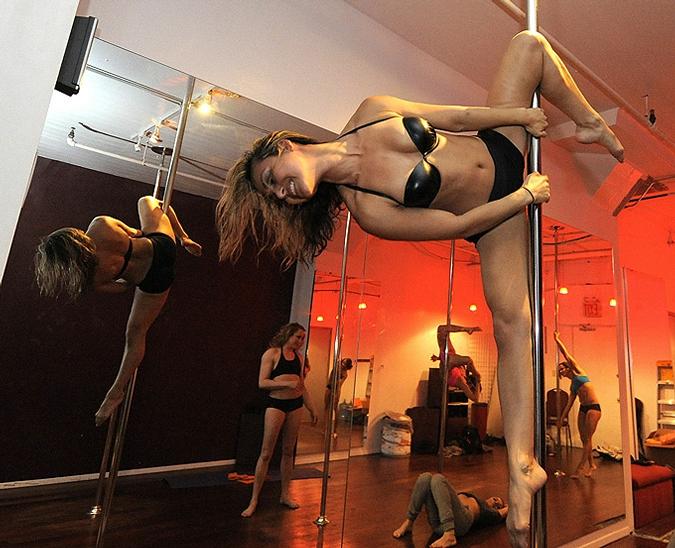 акробатический стриптиз видео