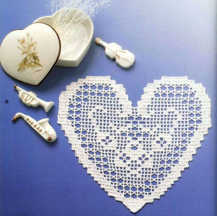 valentine gifts: crocheted heart tablecloths, free crochet patterns