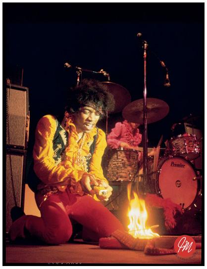 Джимми Хендрикс поджигающий гитару фото Джимми Маршала