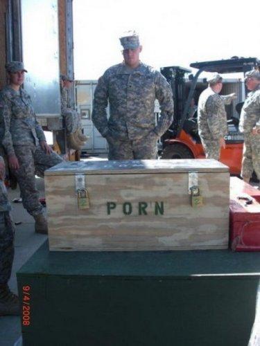 В этой армии порно выгружают ящиками
