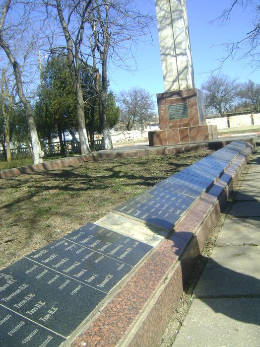 Так братская  могила в Аджимушкае выглядит после десятилетий беспамятства