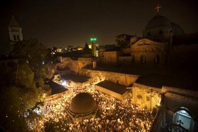 Схождение Благодатного Огня в  Храме Гроба Господня в Иерусалиме, Израиль, 3 апреля 2010 года.