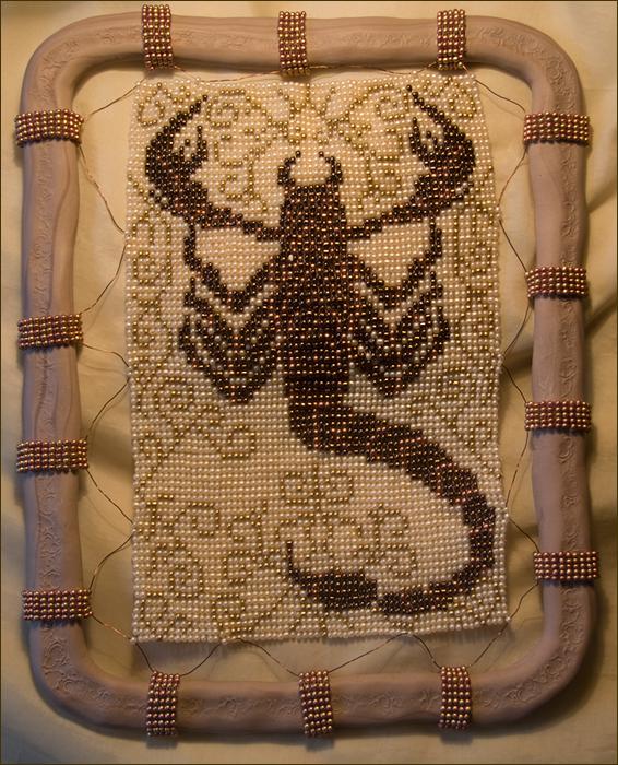 Скорпион, рамка из моделина.