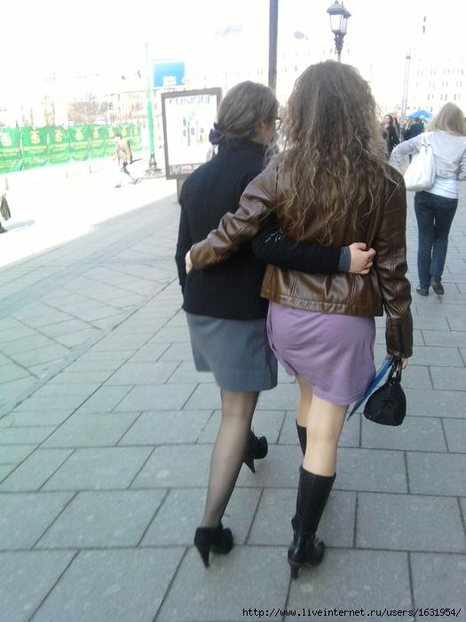 Девушки в мини юбках лесби