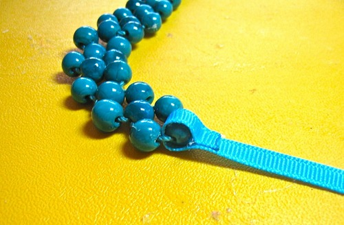 make a bead necklace