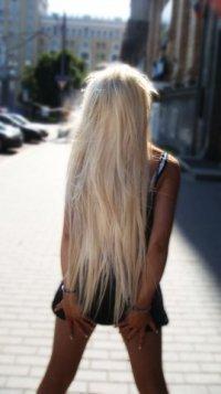 Фото блондинки со спины с длинными волосами