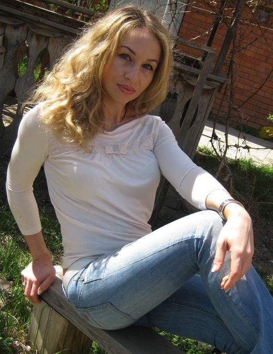 Красивые девушки в городе астрахань фото
