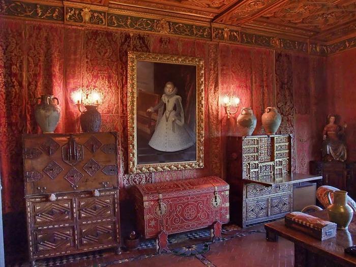 Hearst Castle - дворец на вершине горы над океаном 95253
