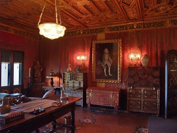 Hearst Castle - дворец на вершине горы над океаном 77550