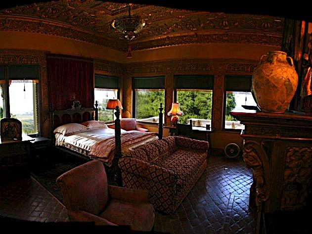 Hearst Castle - дворец на вершине горы над океаном 73996