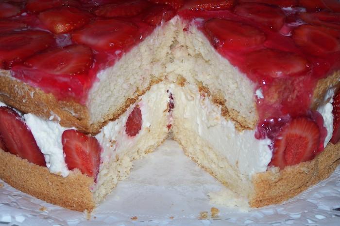 торт бисквитный с клубникой рецепт с фото
