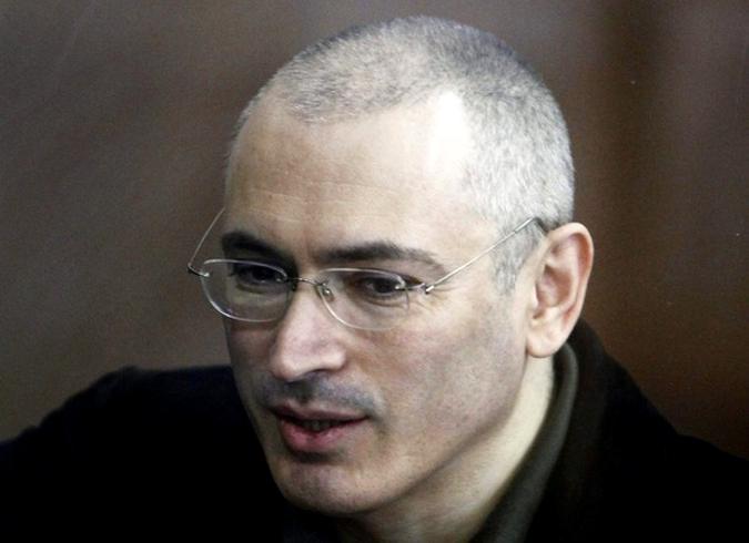 Заключенный в тюрьму бывший русский нефтяной магнат Михаил Ходорковский принял участие в судебном заседании в Москве 18 мая 2010 года.