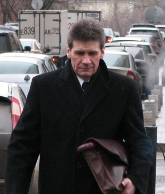 Прокурор Валерий Лахтин считает, что Ходорковский и Лебедев должны находиться под стражей