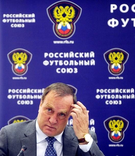 Дик Адвокаат вновь назначен главным тренером национальной футбольной команды России, Москва, 18 мая 2010 года.