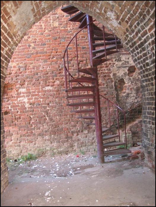 Винтовые лестницы – большая подборка фотографий