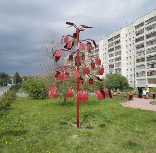 дерево из лопат - суровый мэллорн суровых челябинских эльфов