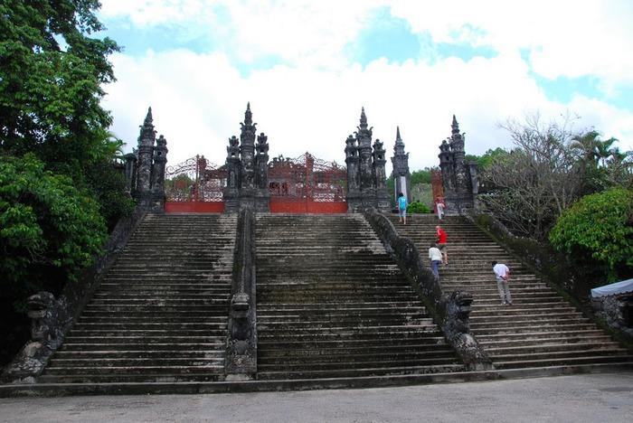 Мавзолей Кхай Динь -Tomb of Khai Dinh 98340