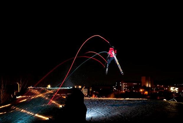 Трассы света лыжных вспышек