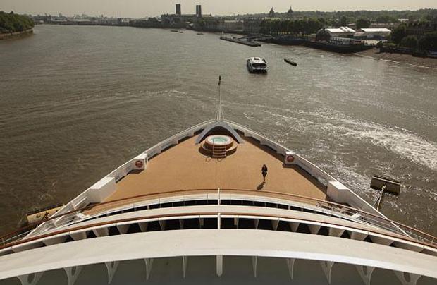 Круизный лайнер Seabourn на Темзе в Гринвич