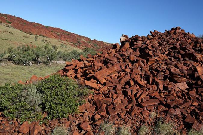 Древняя наскальная резьба аборигенов на Беррап полуострове на севере Западной Австралии.