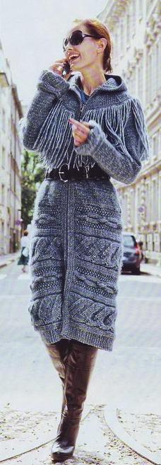Вязанное пальто с капюшоном