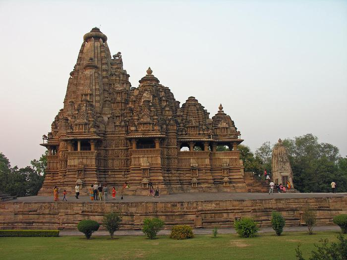 ИНДИЯ: Храмы Кхаджурахо (The Temples of Khajuraho) 74009