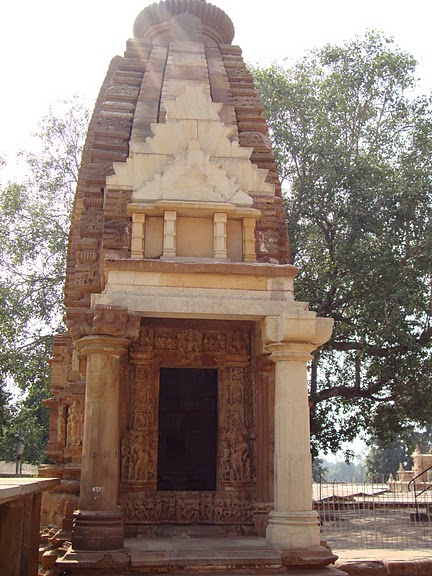 ИНДИЯ: Храмы Кхаджурахо (The Temples of Khajuraho) 40980