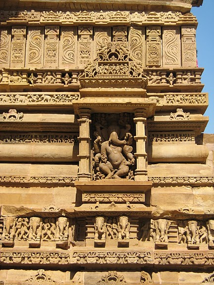 ИНДИЯ: Храмы Кхаджурахо (The Temples of Khajuraho) 43699